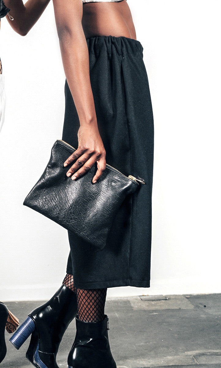 BLACK PEBBLED LEATHER CLUTCH