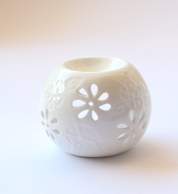 Add a sweet & peaceful elegance to any room with this lovely Jasmine Essential Oil Burner. Diffuser. Air freshener. Aromatherapy. Air humidfier.