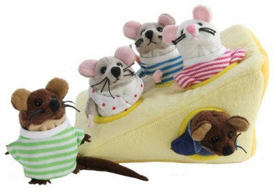 Mouse-Family-in-Cheese