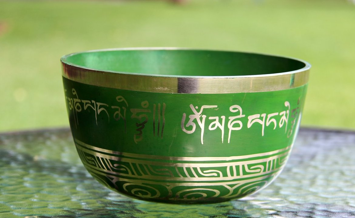 Deep: Green Tibetan Mantra - for Space Clearing