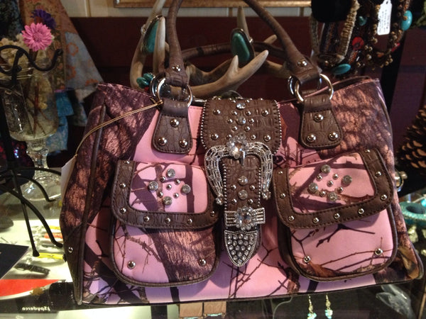 Love Creek Licensed Mossy Oak Pink Camo Hand Bag