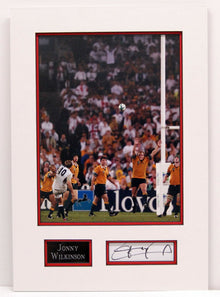 JONNY WILKINSON Genuine Hand Signed Photo Mount Display England Rugby AFTAL (B)