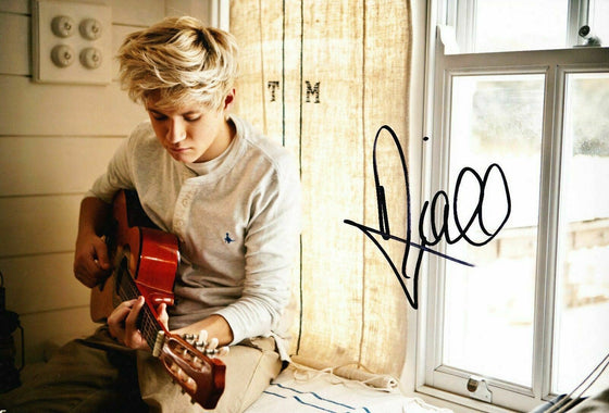 Niall Horan ONE DIRECTION *Signed* 12X8 Photo AFTAL COA (E)