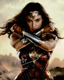 Gal Gadot Signed 10X8 Photo Wonder Woman Beckett Authentication Services BAS (C)