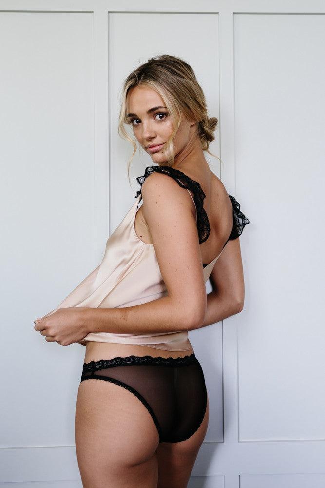 Becoming Knicker in Black