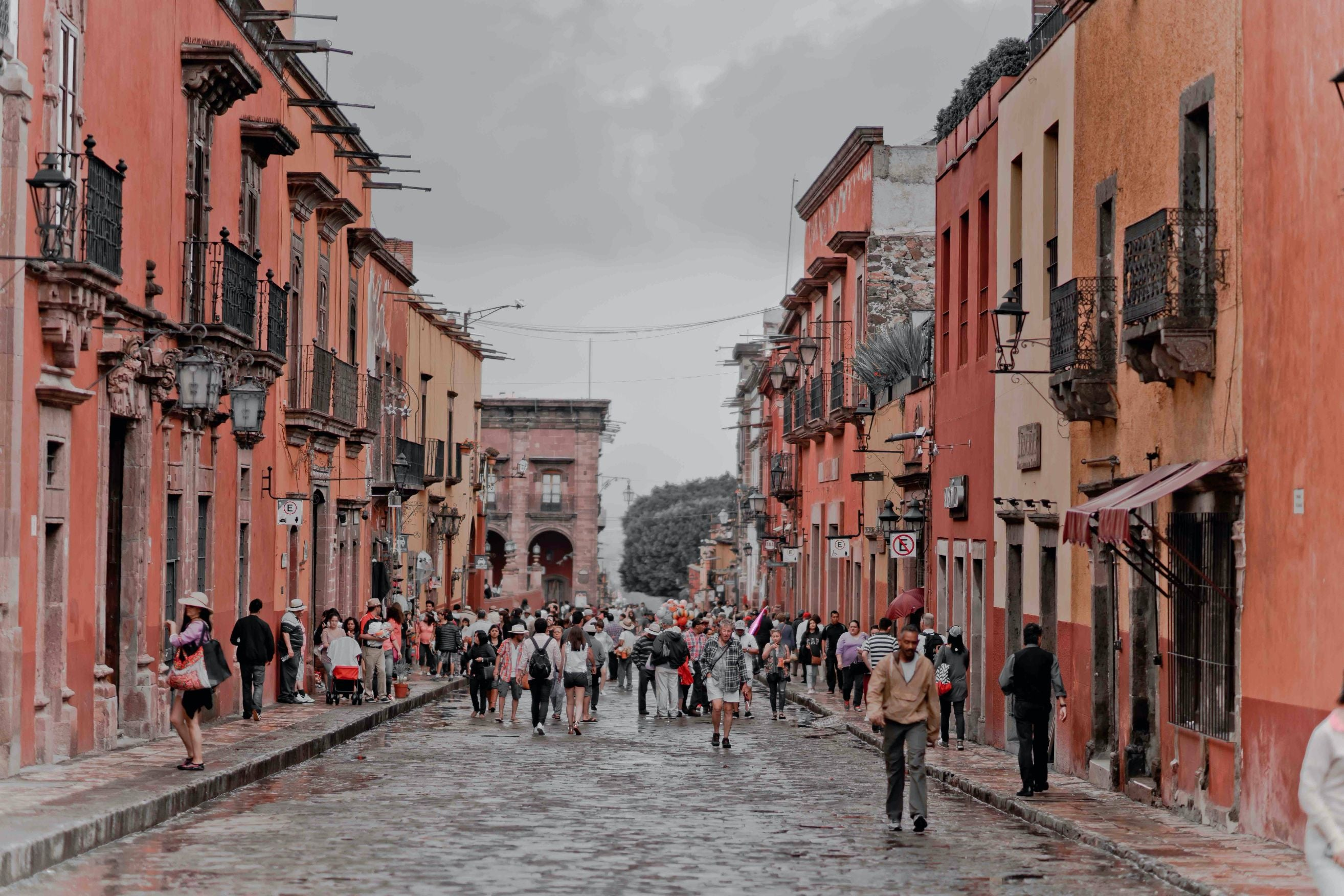 VSA San Miguel With people walking in the street