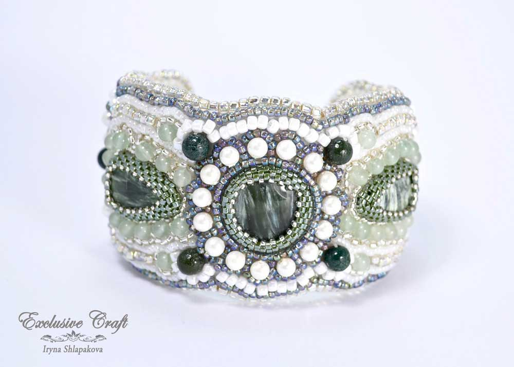 Bead embroidery green bracelet
