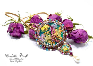 handmade artisan jewelry beaded dried flowers necklace