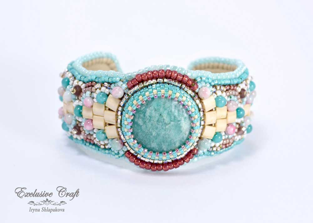 beaded bracelet handmade blue pink