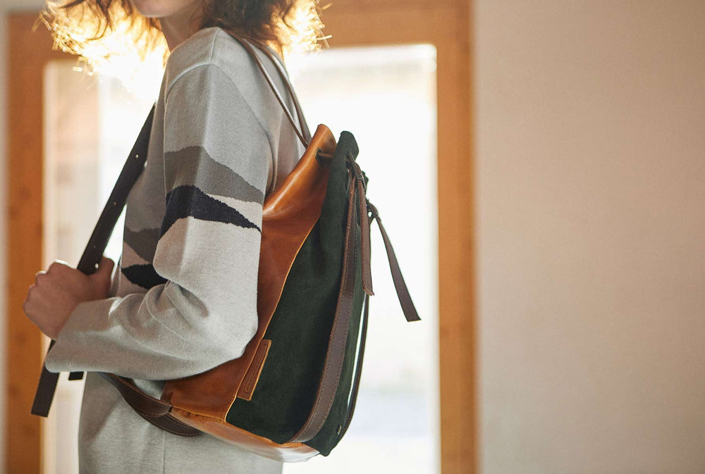 Small backpack in leather brown and green