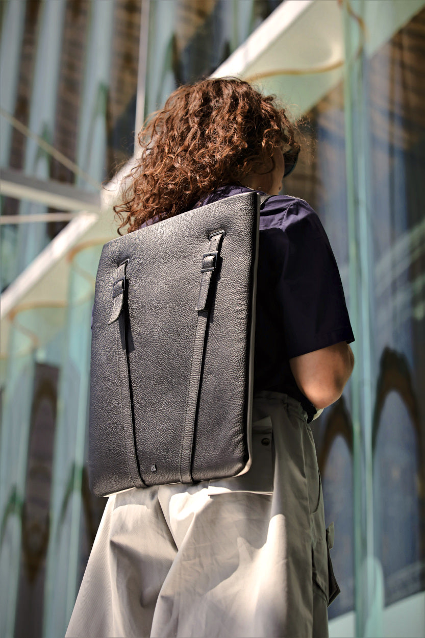 backpack laptop slim black discret