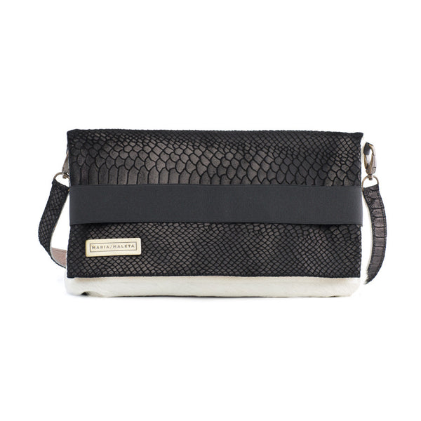black shoulder bag in leather