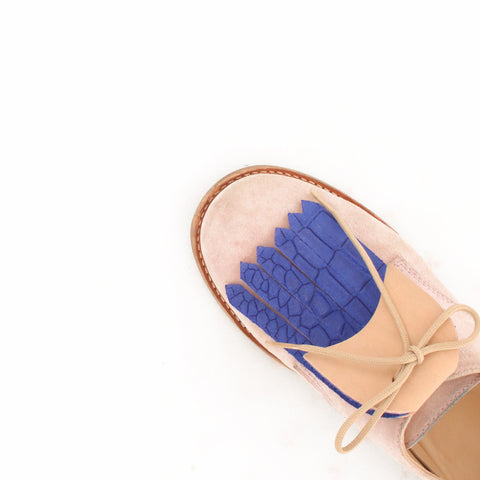 Fringe Shoe Accessory for shoes or sneakers in blue and beige leather