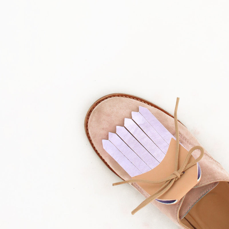 pink shoe with fringe accessory in beige and shinny leather