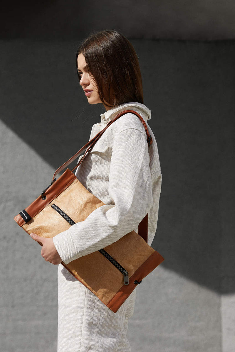 Kraft-paper-shoulder-bag-brown