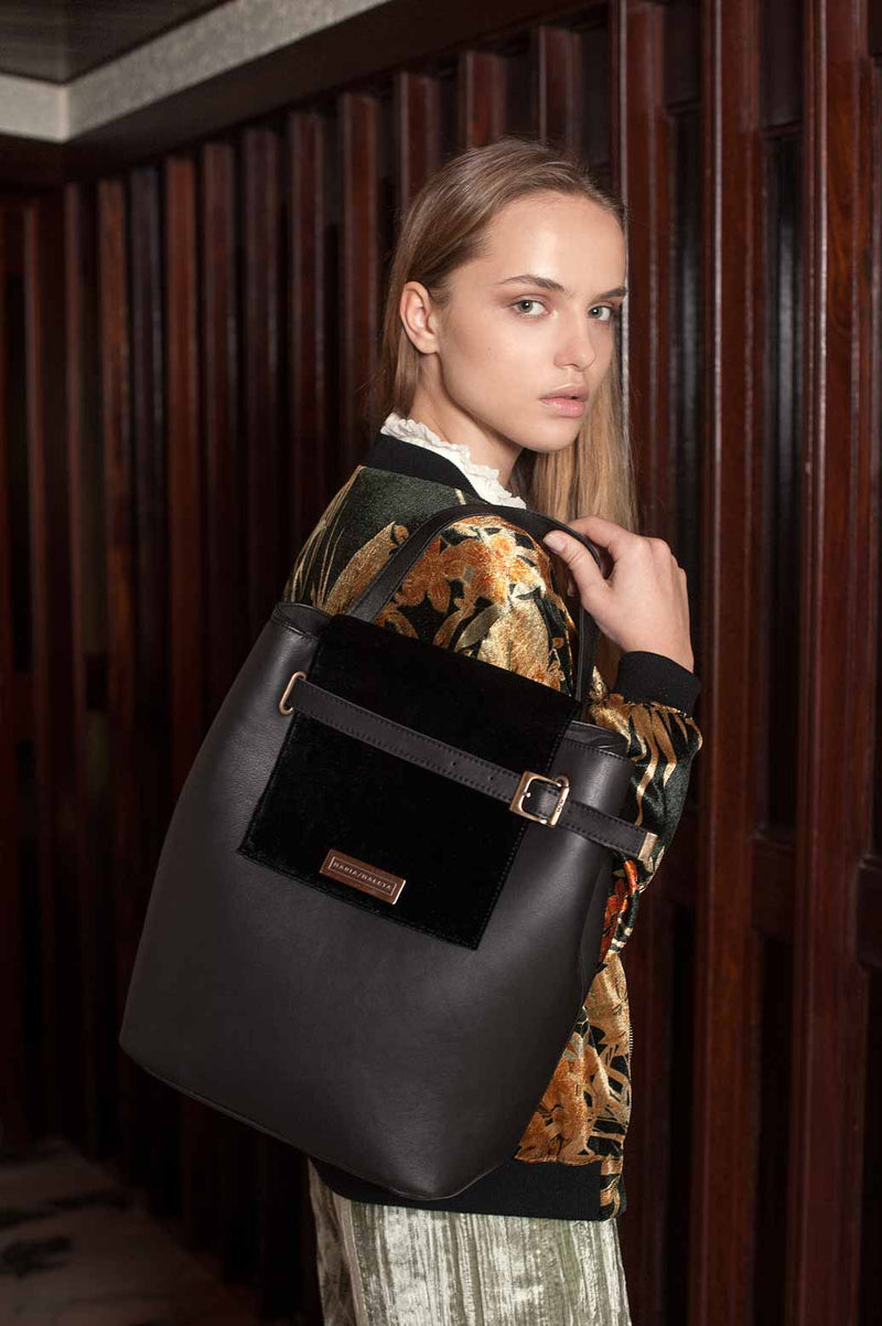 shoulder bag in black leather and black velvet