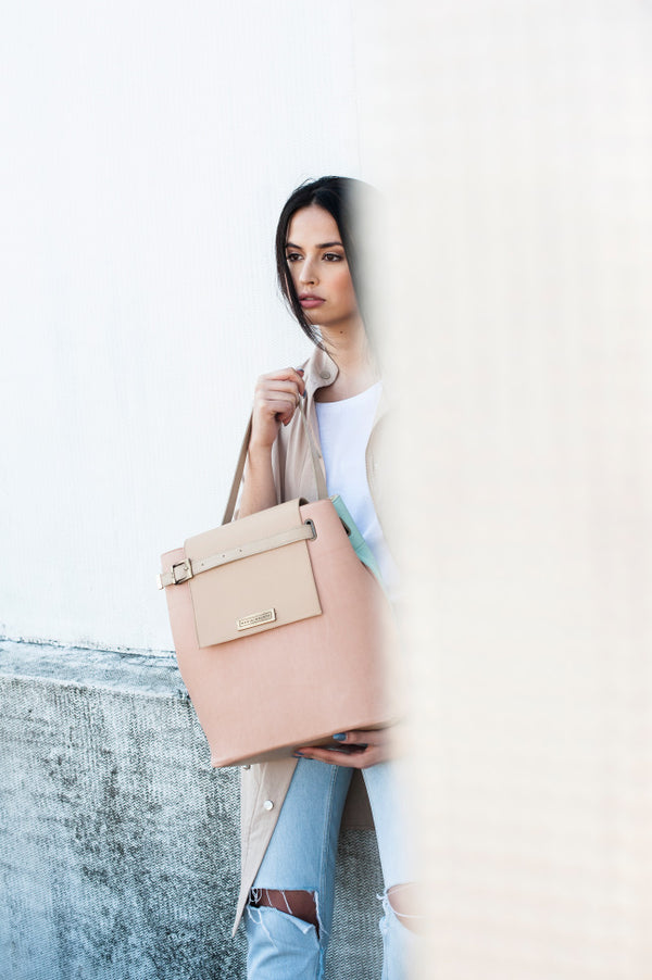 shoulder bag in leather light pink