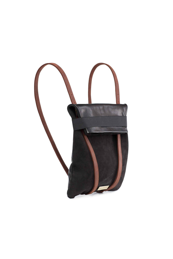 black backpack in leather with leather straps in brown
