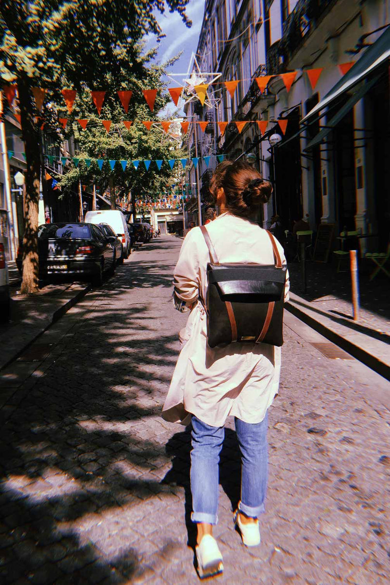 women-BLACK-BACKPACK-in-LEATHER-travel