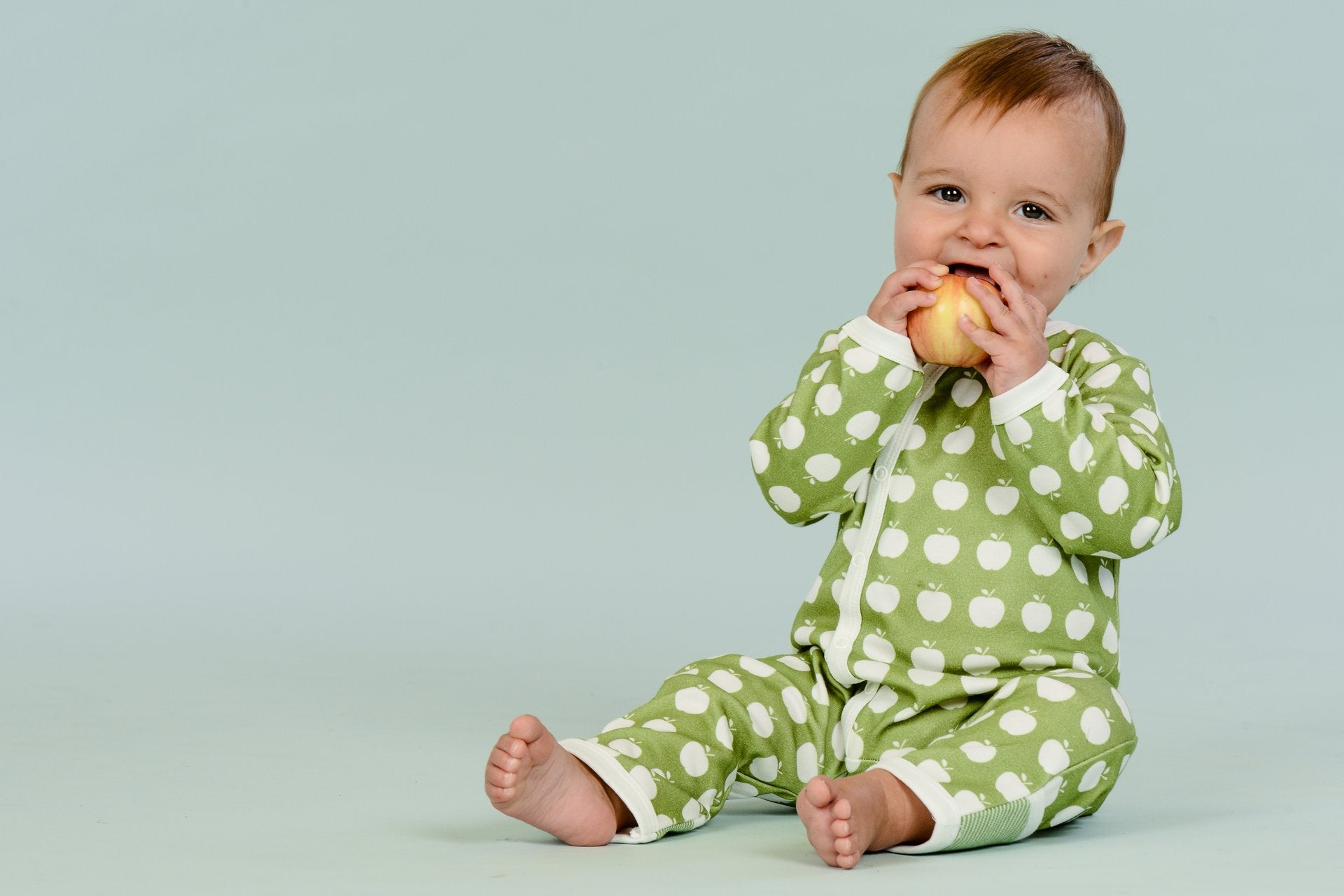 Finest quality of organic baby clothes, rompers, bodysuits, blankets, bibs, bonnets, hats, sleepwear, layette sets.