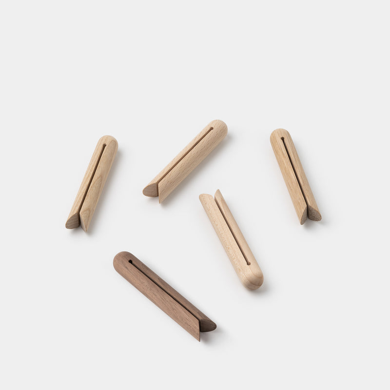 FullSwing Wood Clothespins – angle
