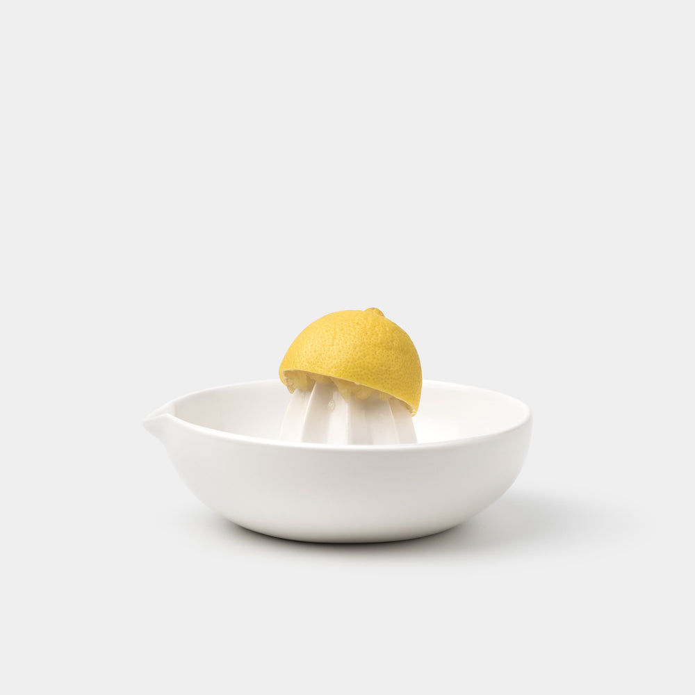 Gidon Bing Citrus Juicer Satin White with lemon