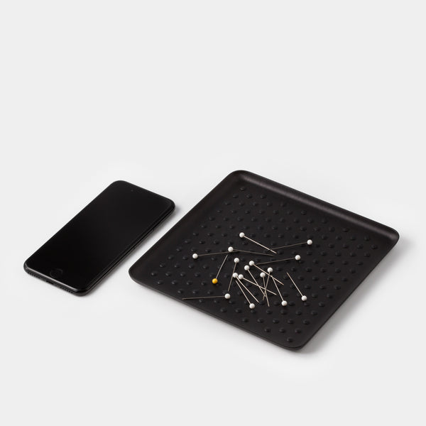 Kaymet Pressed Tray Black Grip with iPhone and pins