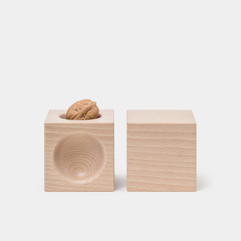 Nusskubus Nutcracker with walnut