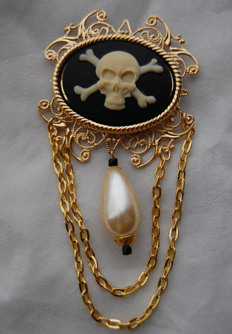 """Charlotte"" Pirate Skull 40x30mm Cameo Brooch"