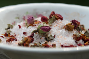Rose Geranium Pink Himalayan Bath Salts- herbal tub tea - Lizzy Lane Farm Apothecary