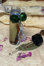 Load image into Gallery viewer, yuletide cheer gift set intention ritual oil