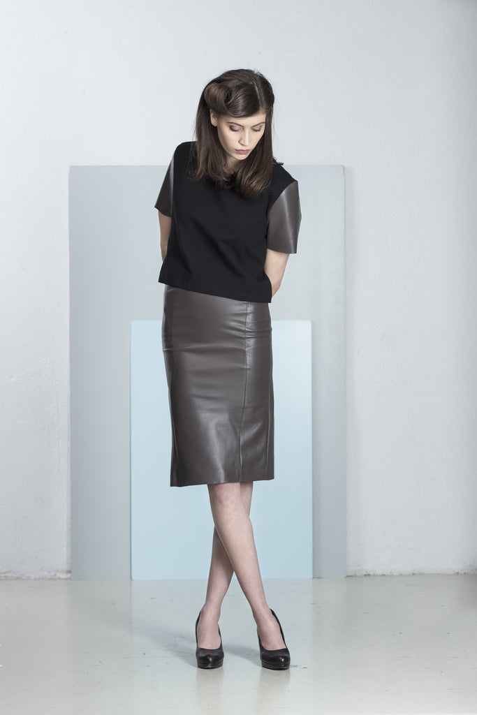 Tilda T- shirt with genuine leather sleeves.