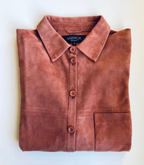 Line leather shirt in genuine goat suede.