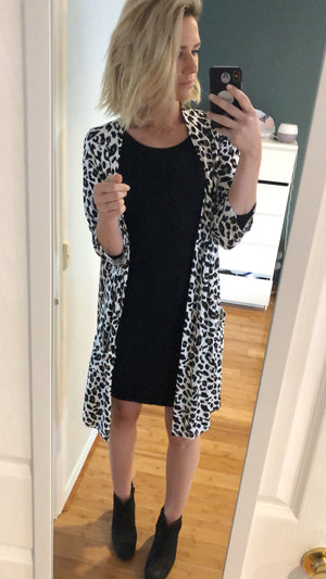 Load image into Gallery viewer, Mummy Robe Cardi - Leopard - Baby Luno