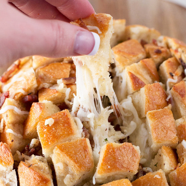 Pull-Apart-Bacon-Garlic-Cheese-Bread-post-image