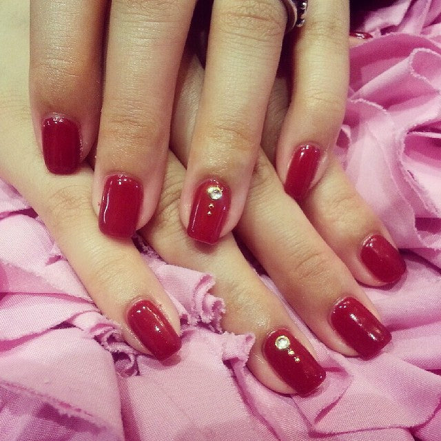 Red classy gel nail design