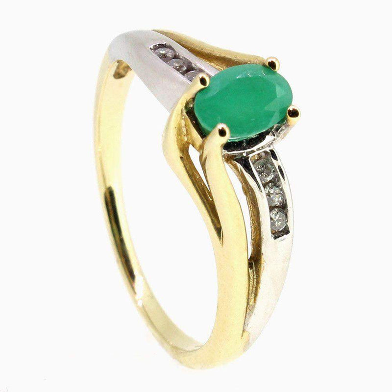 9 Carat Gold Diamond And Emerald Ring-51T37