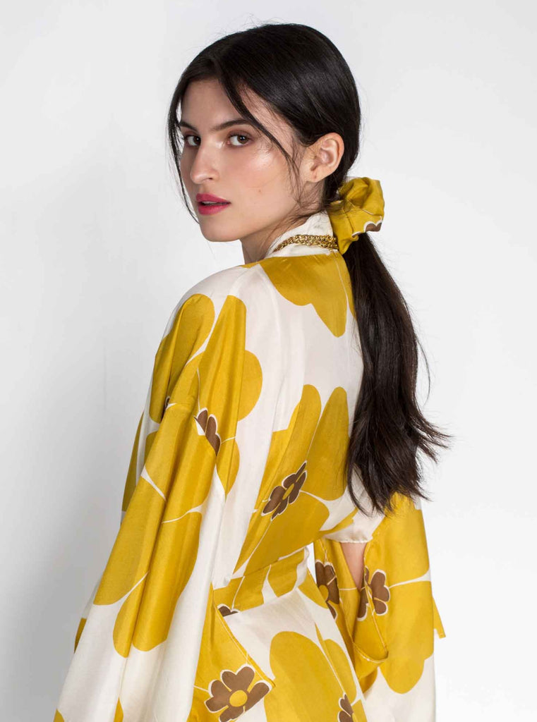SILK SCRUNCHIE - YELLOW DAISIES