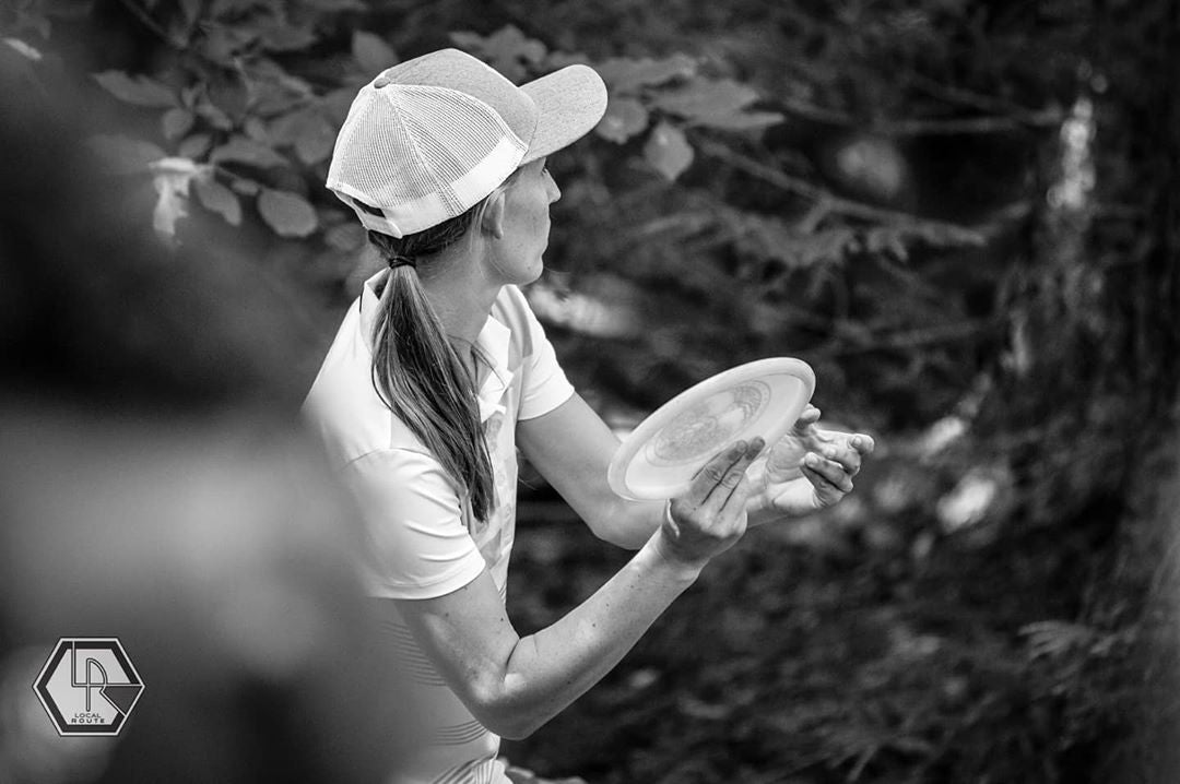 paige pierce throwing forehand disc golf