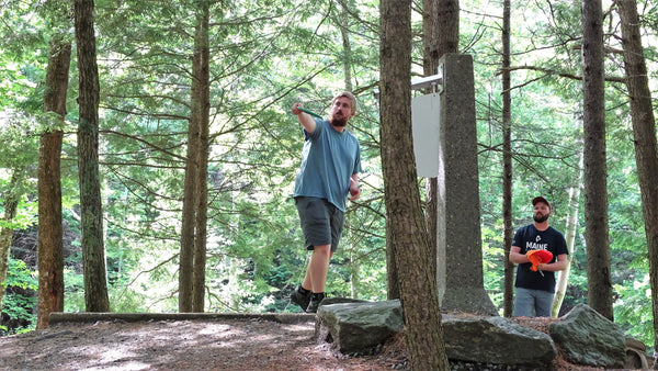 andrew streeter giving a lesson at sabattus disc golf