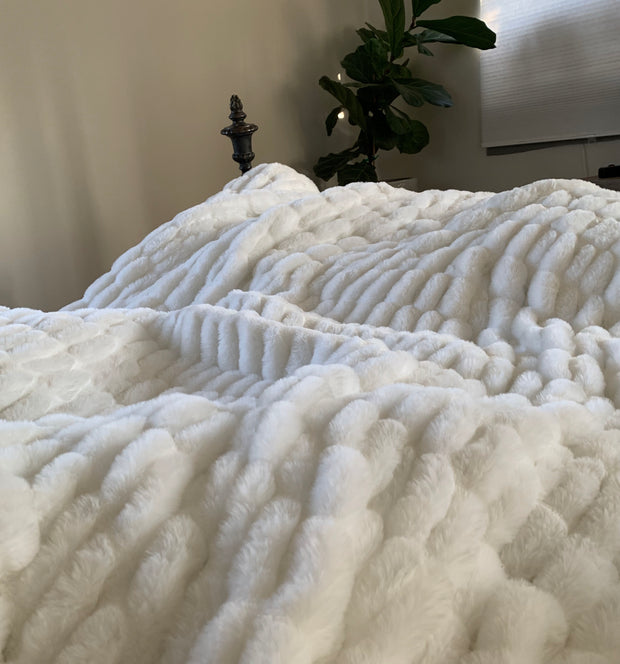 Luxurious Hand Crafted Faux Fur Nuevo Blanket/Coverlet by Rug Factory Plus - Rug Factory Plus