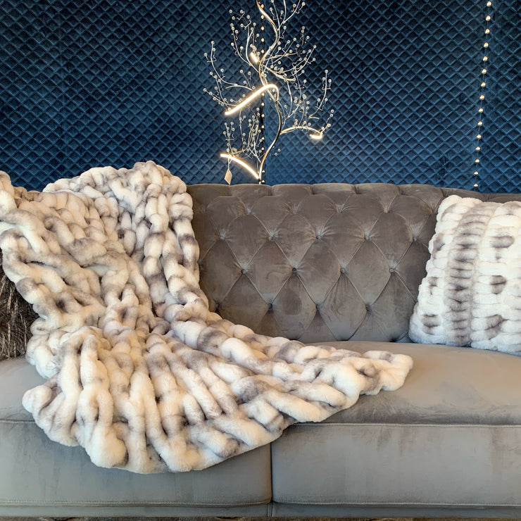 Luxurious Hand Crafted Faux Fur Nuevo Two-tone Throw by Rug Factory Plus - Rug Factory Plus