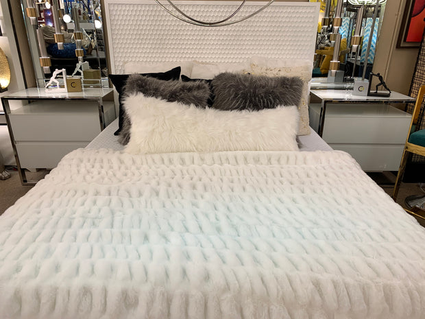 Nuevo Blanket/Coverlet White by Rug Factory Plus