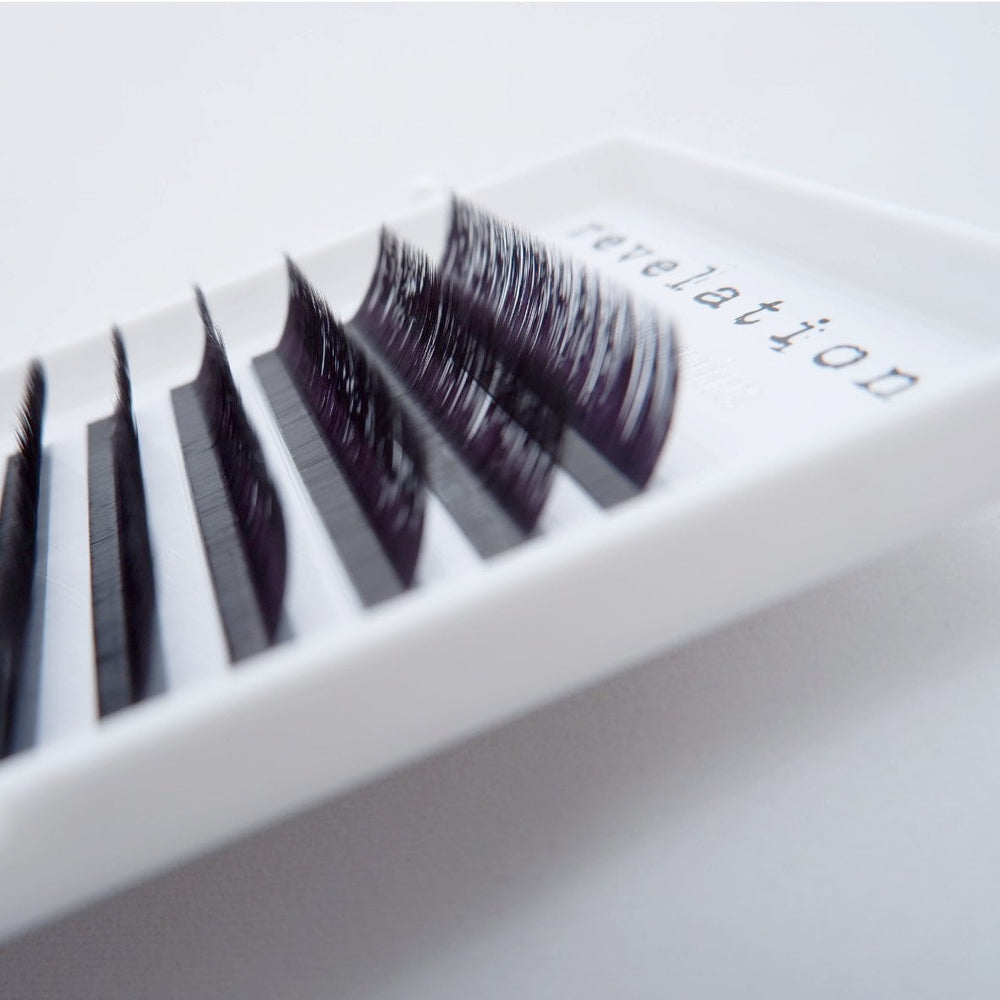 Side view of the Revelation brand L Curl Synthetic Eyelash Extension Tray.