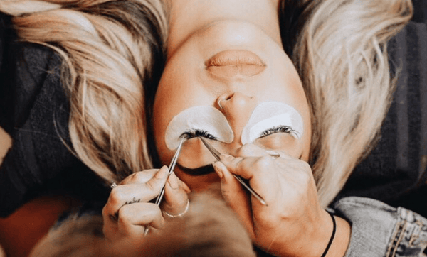 Eyelash Extension Training- Volume