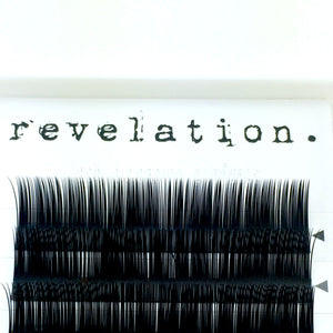 Load image into Gallery viewer, Close up image of Illusion Flat Lash Eyelash extension tray by Revelation