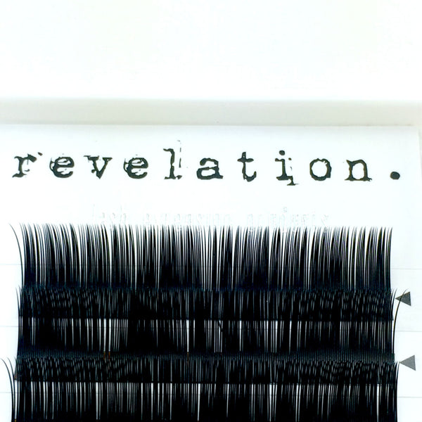 Close up image of Illusion Flat Lash Eyelash extension tray by Revelation