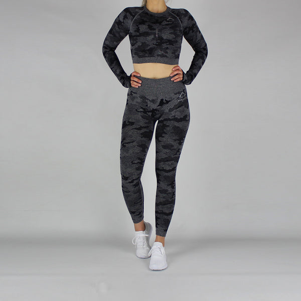 Camo Seamless Long Sleeve Cropped Top in Black
