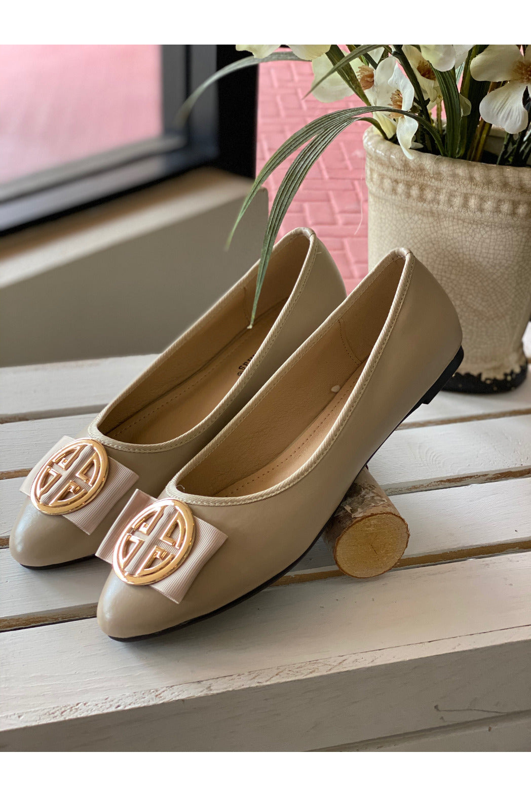 Cream Ballerina Flat Shoe With Gold Medallion