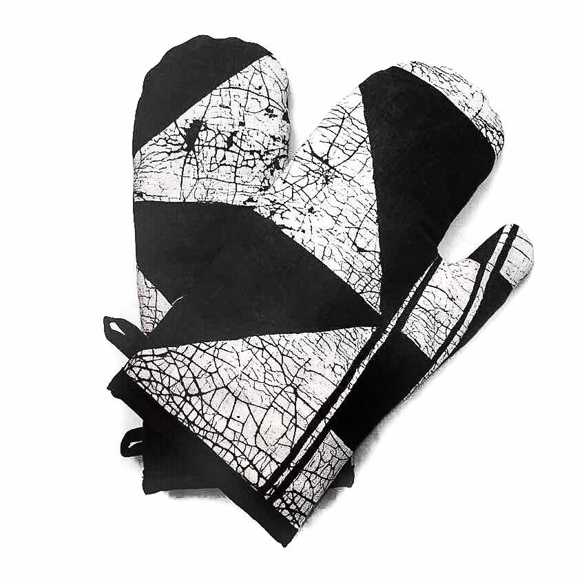 Oven Gloves With Patternity Design
